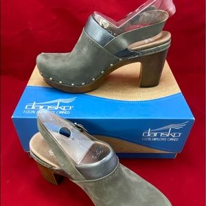 Dansko Women's Nubuck Clogs